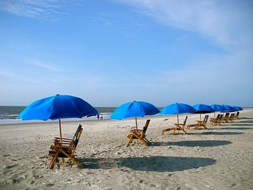 Deck_chairs_on_the_beach